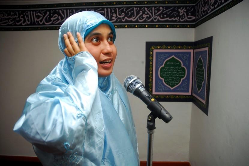 Muslimah azan (ilustrasi).