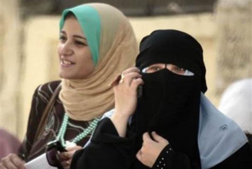Para Wanita Ini Terancam Dipecat Karena Berjilbab Republika Online