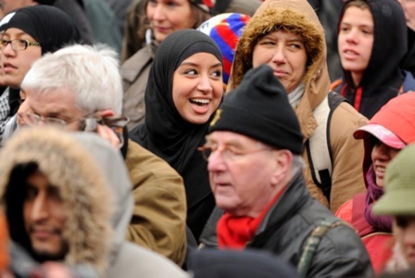 Muslimah Prancis di tengah kerumunan