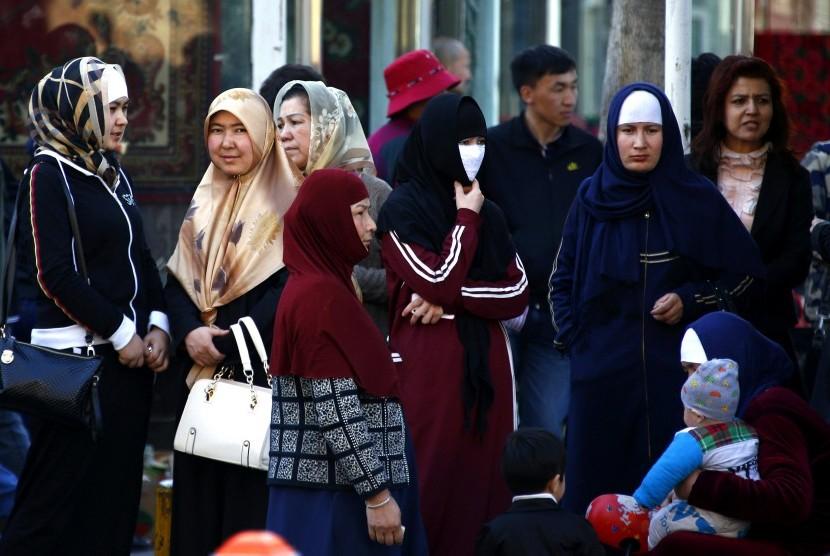 Muslimah Uighur yang selalu ditindas pemerintah Cina.