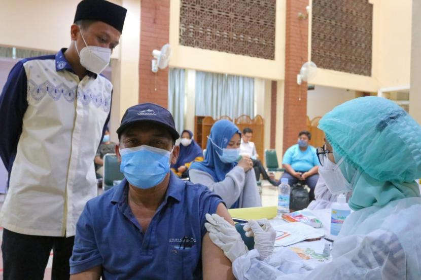 Ribuan Guru dan Ulama di Gresik Laksanakan Vaksinasi (ilustrasi).