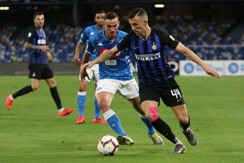 Napoli vs Inter Milan pada pertandingan Serie A Italia pekan ke-37 di Stadion San Paulo, Senin (20/5) dini hari WIB