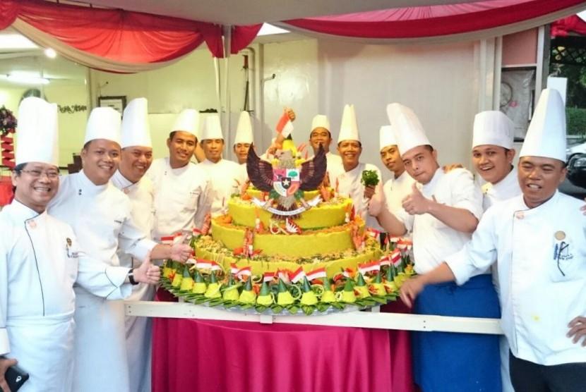Nasi tumpeng terbesar di dunia siap memecahkan Guiness Book Record di Paviliun Indonesia di Milan Expo pada Senin (17/8).
