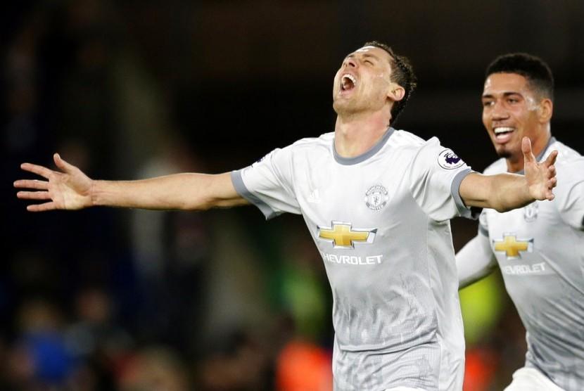 Nemanja Matic merayakan gol kemenangan Manchester United yang dicetaknya ke gawang Crystal Palace.