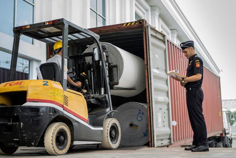 Neraca perdagangan Indonesia bulan lalu berada di teritori positif.