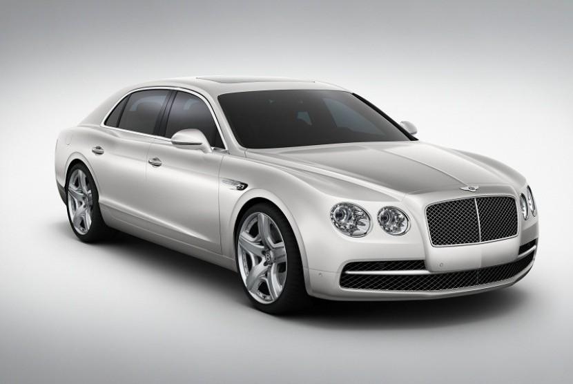 New Bentley Flying Spur, mobil mewah terbaru koleksi Cristiano Ronaldo.