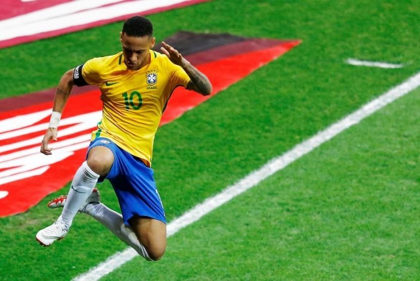Neymar merayakan golnya ke gawang Argentina.