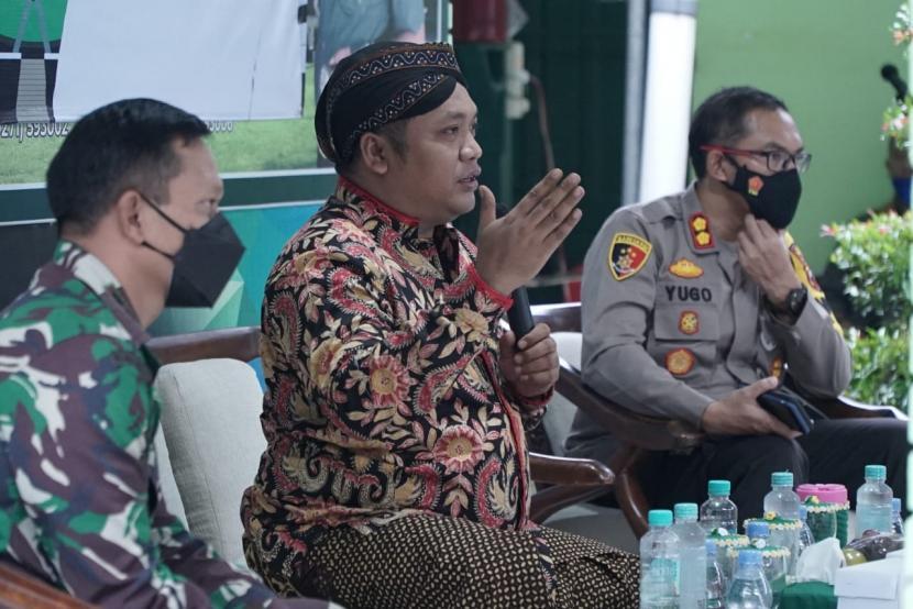 Anggota MPR RI sekaligus anggota Komisi IX DPR dari Fraksi PDI Perjuangan Muchamad Nabil Haroen (tengah).