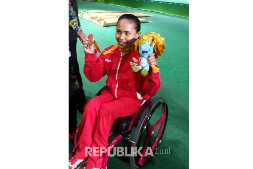 Ni Nengah Widiasih peraih perunggu Paralimpiade Rio 2016 (foto: Biro Humas Kemenpora RI)