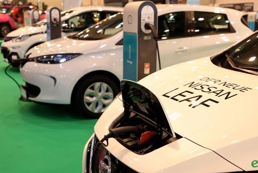 Nissan Leaf, salah satu kendaraan elektrik dari Nissan yang laris di dunia.