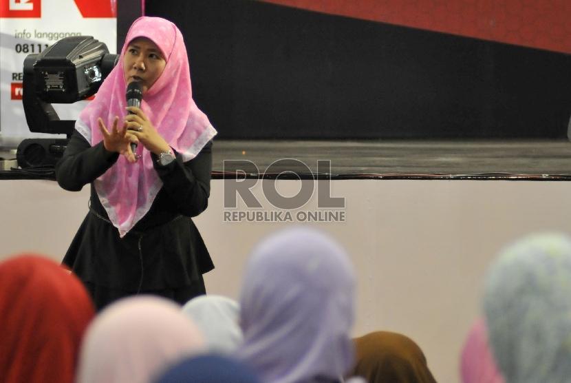 Novelis Asma Nadia.