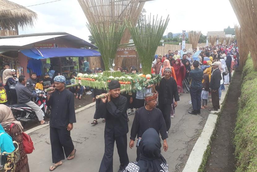 Objek wisata alam, the Lodge Maribaya yang berada di Desa Cibodas, Kecamatan Lembang, Kabupaten Bandung Barat meluncurkan desa wisata yang menjual berbagai kerajinan tangan, sayuran dan bunga di Kampung Babakan.