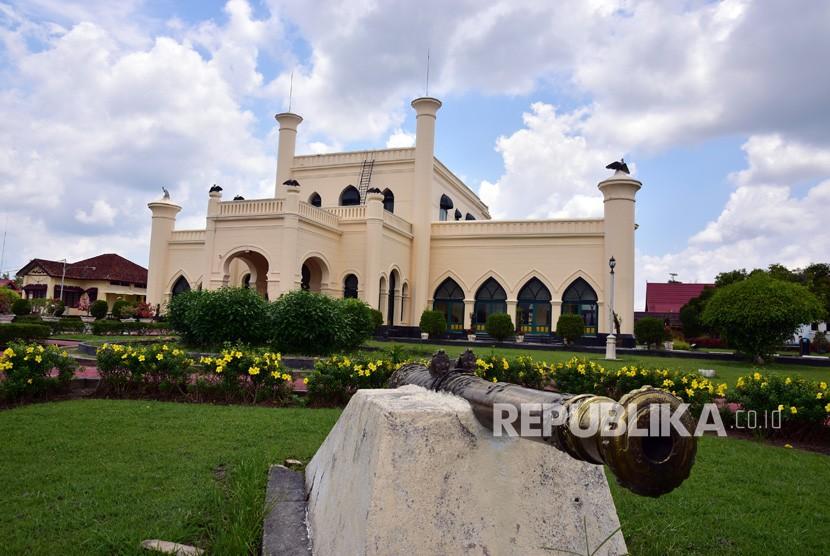 Objek wisata Istana Aseraiyah Hasyimiah atau yang kerap disebut Istana Siak, di Kabupaten Siak, Riau, Kamis (22/3).