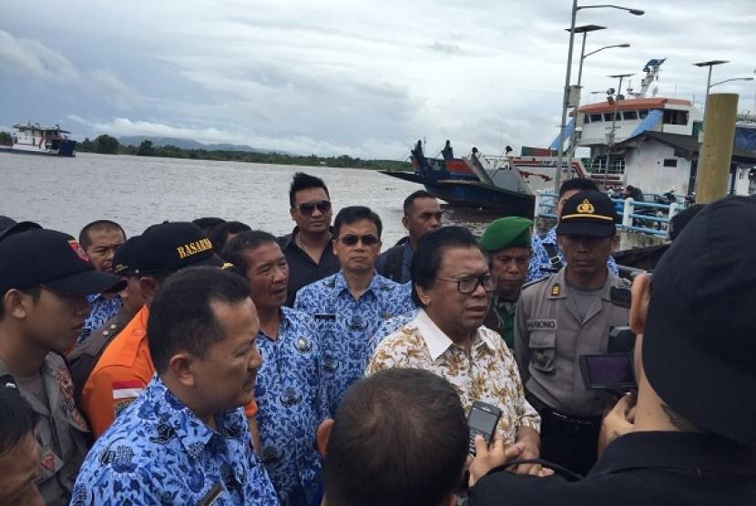 Oesman Sapta Ikut Peduli Korban Kecelakaan Longboat Indo Kapuas