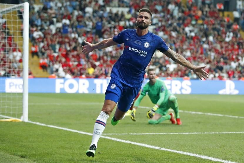 Olivier Giroud dari Chelsea usai mencetak gol dalam Piala Super UEFA antara Liverpool dan Chelsea di Besiktas Park, Istanbul, Rabu (14/8).