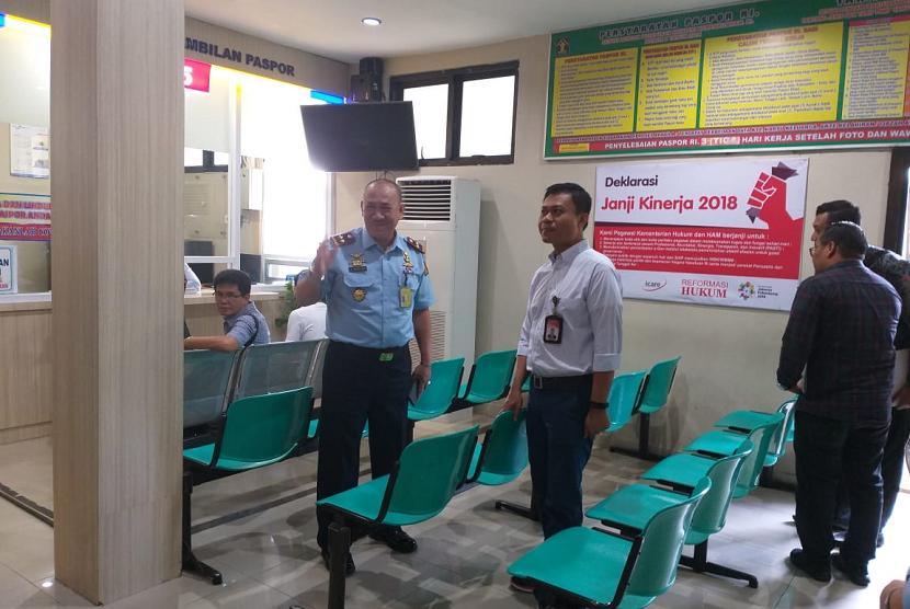 Ombudsman RI melakukan inspeksi mendadak di Kantor Imigrasi Kelas I Kota Padang, Sumbar, Kamis (20/12).