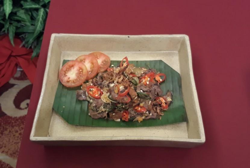 Oseng daging, lombok ijo, tempe, dan telur asin ala Chef Juna di demo masak Plaza Hotel Yogyakarta.