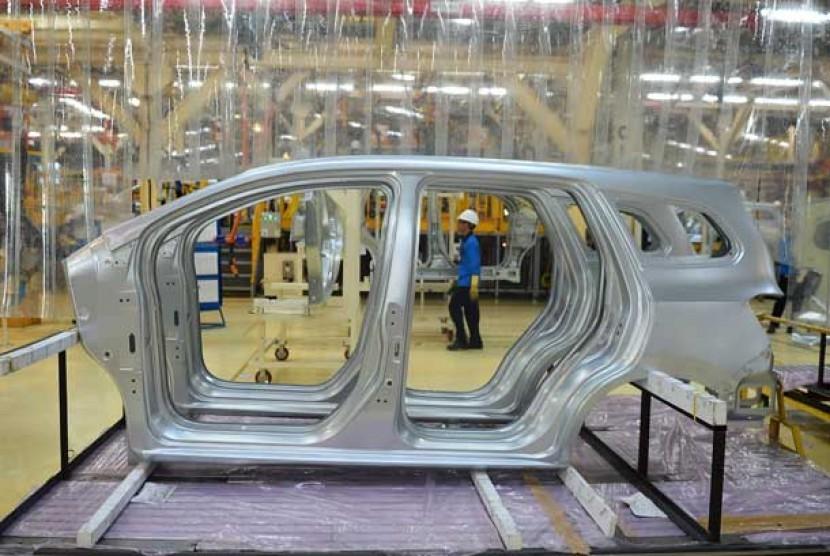 Pabrik perakitan mobil.  (ilustrasi)