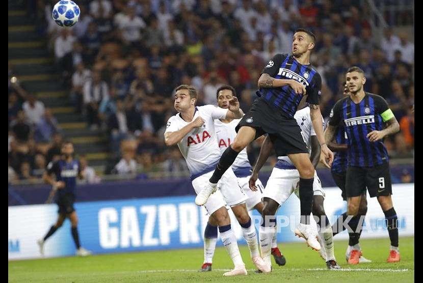 Matias Vecino mencetak gol bagi Inter pada pertandingan Grup B Liga Champions antara Inter Milan melawan Tottenham Hotspurs di Stadion San Siro, Itali, Rabu (19/9) dini hari.