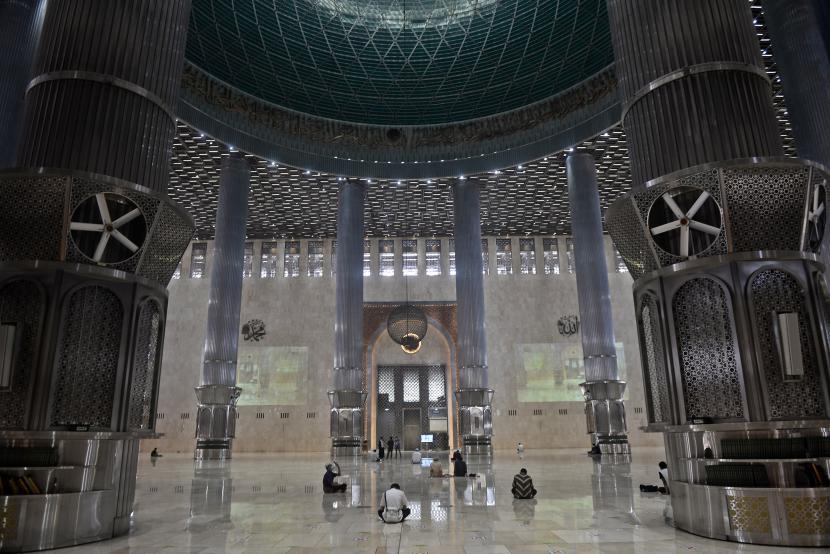 Pada Ramadhan tahun ini masjid Istiqlal melaksanakan shalat tarawih dengan membatasi jumlah kapasitas jamaah hanya untuk 2.000 orang.
