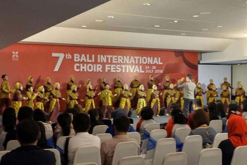Paduan suara SD Muhammadiyah Sapen saat berlaga di Bali, pekan lalu.
