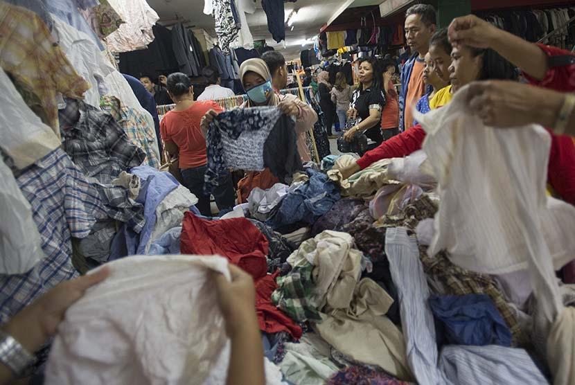 Pakaian bekas impor.   (ilustrasi)