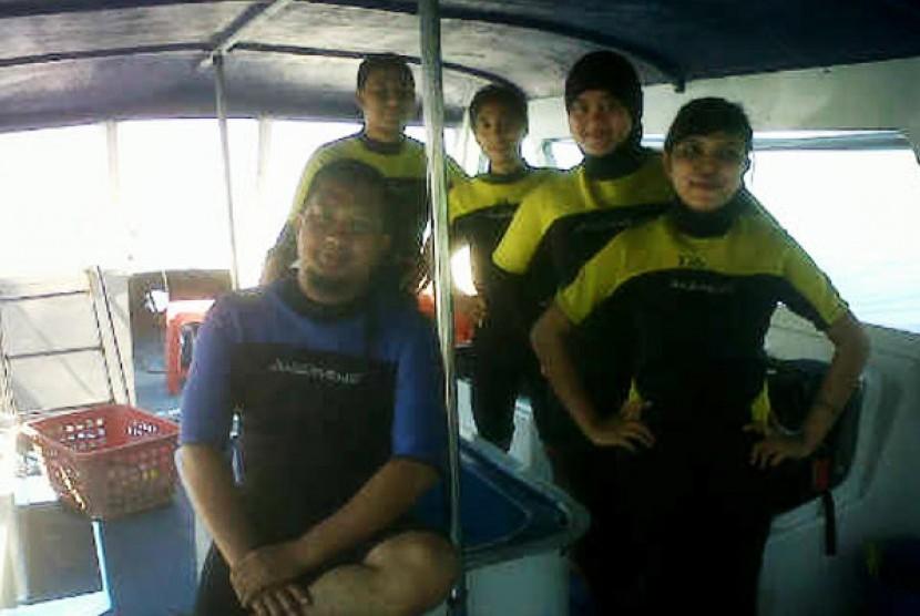 Pakaian khusus sebelum menyelam.
