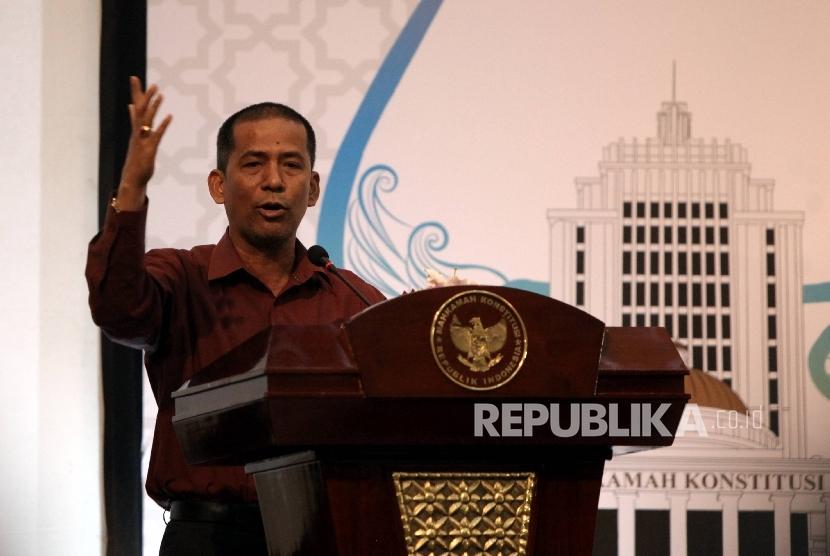 Pakar Hukum Tata Negara Saldi Isra saat menjdi pembicara dalam diskusi publik Mahkamah Konstitusi Ikhtiar Menjaga Integritas dan Profesionalitas Mahkamah Konstitusi di Jakarta, Kamis (9/3).
