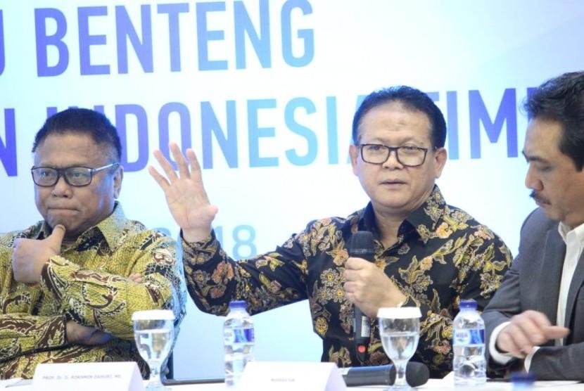 """Pakar kelautan dan perikanan, Prof Rokhmin Dahuri menjadi nara sumber  diskusi terbatas """"Bumi Seribu Benteng: Penyangga Kawasan Indonesia Timur"""" yang dilaksanakan Pemerintah Kota Baubau di Jakarta, Senin (3/12)."""