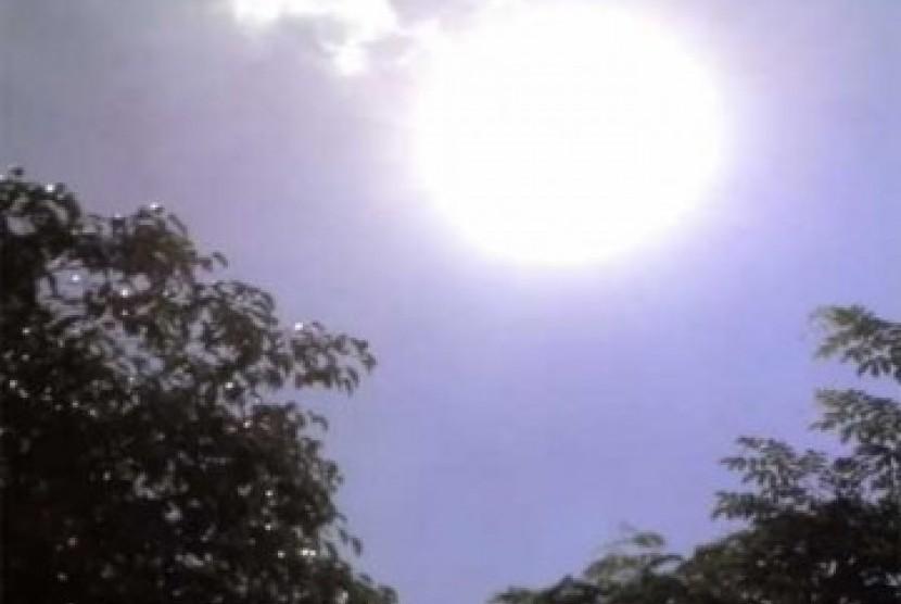Panas terik sinar matahari