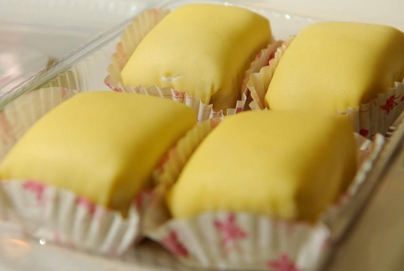 Pancake durian, salah satu buah tangan khas Riau.
