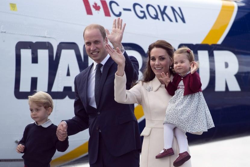 Pangeran William dan Duchess of Cambridge bersama dua anak mereka dalam kunjungan kerajaan di Kanada.
