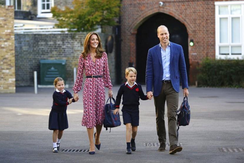 Pangeran William Diam-Diam Jadi Sukarelawan Saluran Telepon