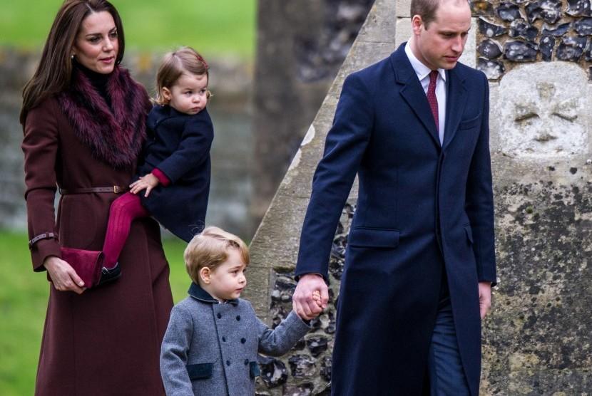 Pangeran William dan Kate Middleton serta anak-anaknya.