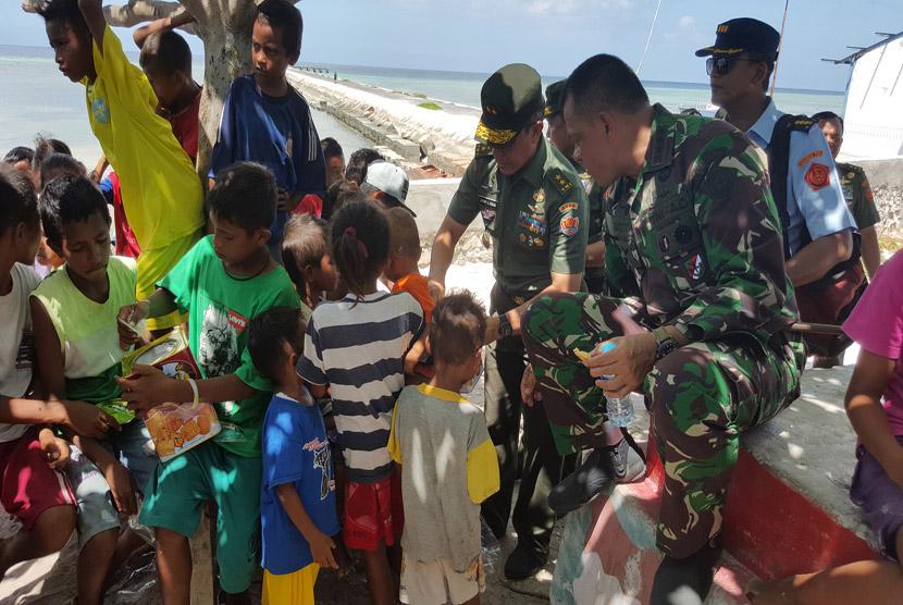 Panglima TNI Gatot Nurmantyo kunjungi Satuan TNI di Wilayah Timur Indonesia.