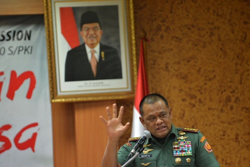 Panglima TNI Jenderal Gatot Nurmantyo menyampaikan paparan pada kegiatan diskusi yang digelar oleh Fraksi PKS DPR di Kompleks Parlemen Senayan, Jakarta, Rabu (27/9).