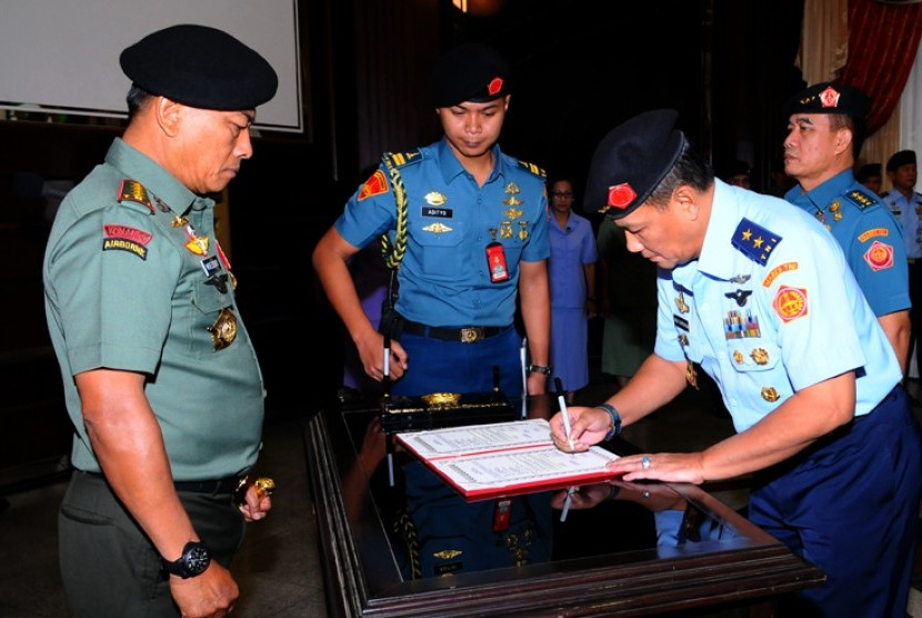 Panglima TNI Lantik Agus Supriyatna Jadi Kasum TNI ...