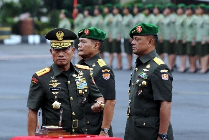 Panglima TNI Jenderal Moeldoko memimpin sertijab KSAD.