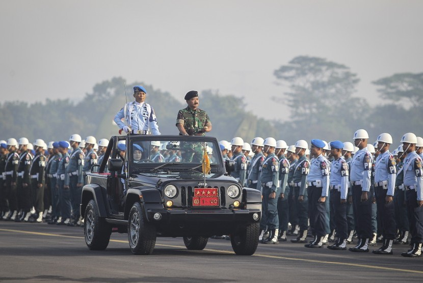 TNI Chief Hadi Tjahjanto (right) inspects TNI personnel at the Halim Perdanakusuma Air Force Base in East Jakarta, Friday.