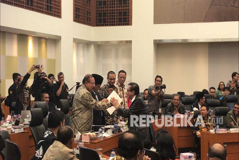 Panitia Khusus Revisi Undang-undang Antiterorisme bersamah Pemerintah akhirnya menyepakati Revisi Undang Undang Nomor 15 Tahun 2003 tentang Pemberantasan Tindak Pidana Terorisme dibawa ke Rapat Paripurna DPR.