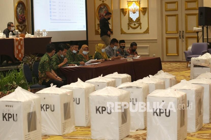 Panitia Pemilihan Kecamatan (PPK) menyampaikan hasil rekapitulasi penghitungan suara. (Ilustrasi)