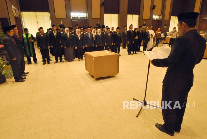 [ilustrasi] Panitia Pemilihan Kecamatan (PPK) untuk pilgub Jawa Tengah 2018, diambil sumpah dan dilantik oleh Ketua KPU Kabupaten Semarang, Jumat (3/11).
