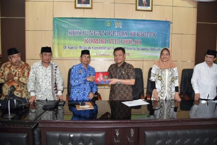 Panja Penyelenggaraan Umrah dan Haji Khusus Komisi VIII DPR RI dengan dipimpin Wakil Ketua Komisi VIII DPR RI Ace Hasan Syadzily melaksanakan kunjungan kerja ke Sulawesi Selatan.
