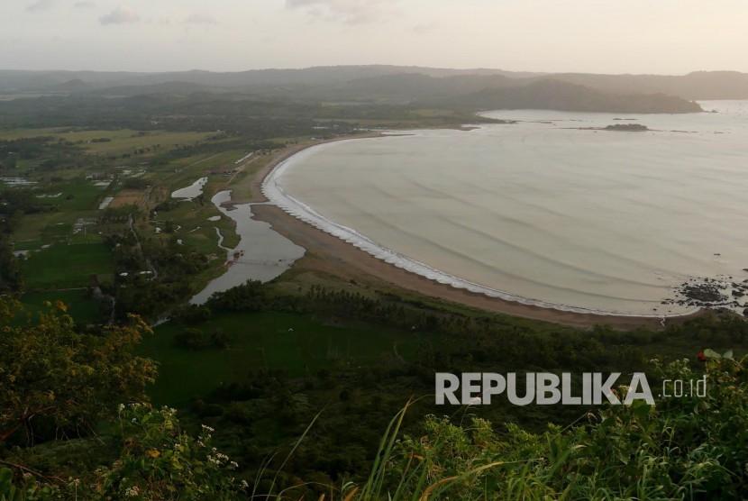 Panorama Puncak Darma di kawasan Geopark Ciletuh, Kabupaten Sukabumi, Jumat (4/8).