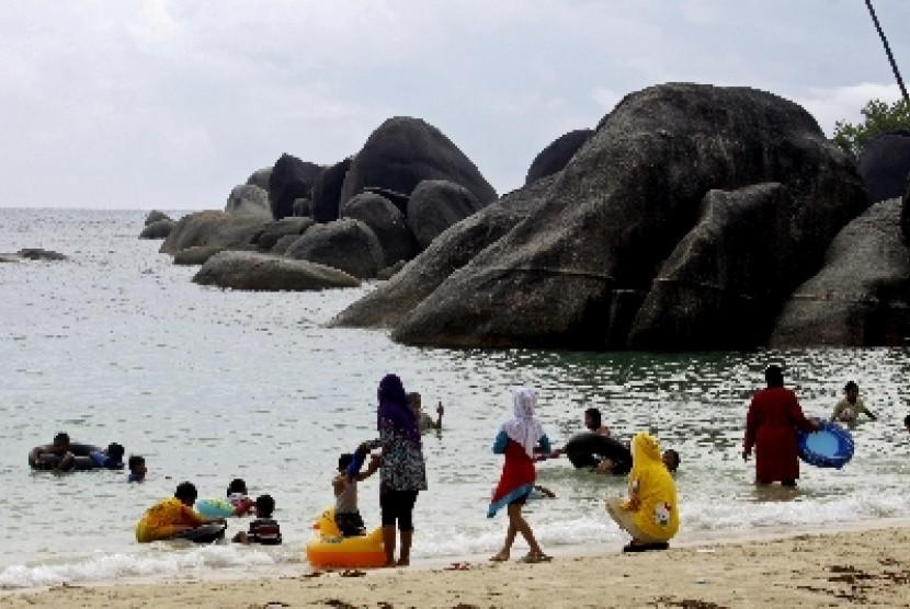 Pantai Bangka Belitong.