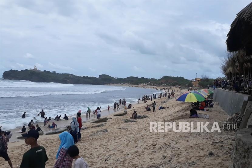 Pantai Krakal di Desa Kecamatan Tanjungsari, Kabupaten  Gunungkidul, DIY.