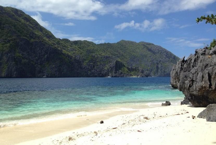 Pantai Nacpan, Filipina