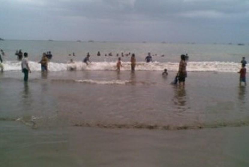 Pantai Palabuhanratu, Sukabumi (ilustrasi).