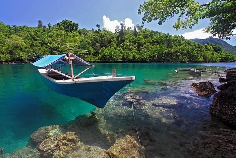 pantai sulamadaha  160102180752 626 - Pesona Keindahan Gunung Gamalama dan 5 Wisata Cantik Lain di Ternate