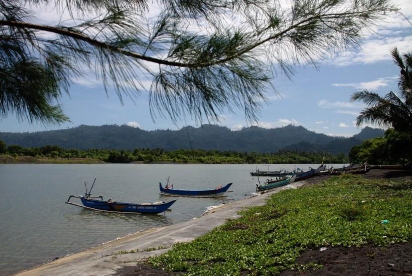 Pantai Tempursari, Lumajang, Jawa Timur.